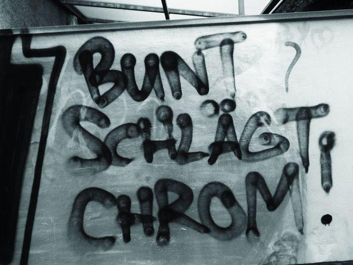 Graffitis with a statement Walsrode Graffiti Statement Monochrome