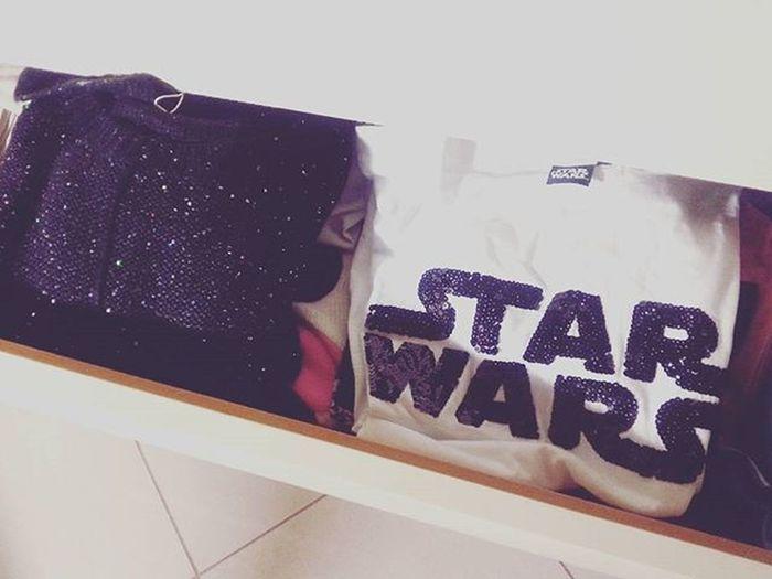 Nerd anche nel cassetto 😂 Nerd Geek Girl Starwars Maglia Tshirt Bellissima White Black Outfit Love Pailettes Glitter Glittery Film Shopping Onlyblackandwhite Soymix