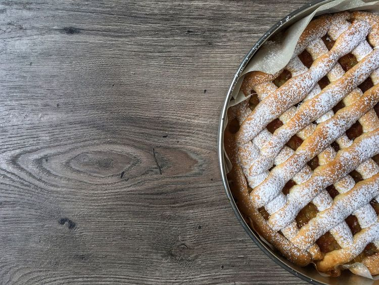 Apple pie Baked Sweet Food Wood - Material Food No People Homemade Indoors  Freshness Close-up Apple Pie Baking Pan Sweet Pie Day Directly Above Ready-to-eat Baking Pan High Angle View Tart - Dessert