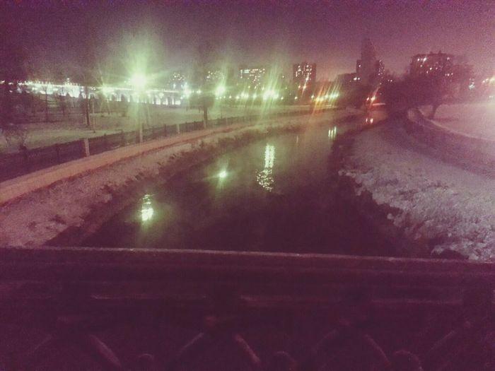 в Moscow на станции метро VDNH есть прекрасный парк образований возле аквидук через который проходит река Яуза