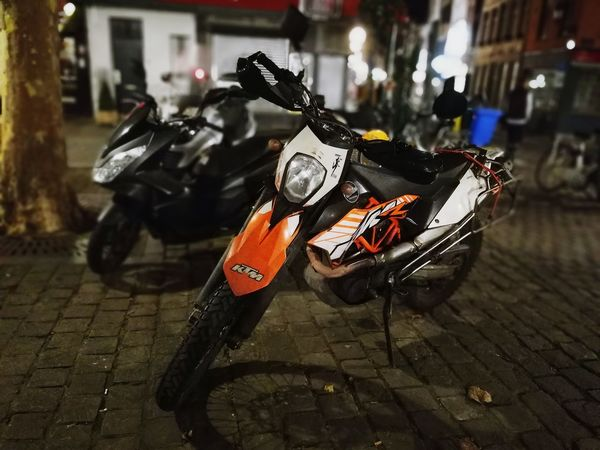 Selective Focus Motorcycle No People Outdoors City Night Brussels Brussels❤️ Nightphotography Huaweiphotography Huawei P9 Leica Huwaeileica Leica Huawei P9 Mobile Photography Motorcycle No People Outdoors City Night Brussels Brussels❤️ Nightphotography Huaweiphotography Huawei P9 Leica Huwaeileica Leica Huawei P9 Mobile Photography