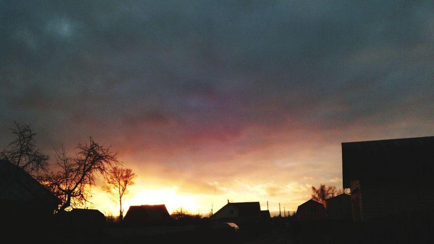 Огненное небо небо Красоты природы Природа