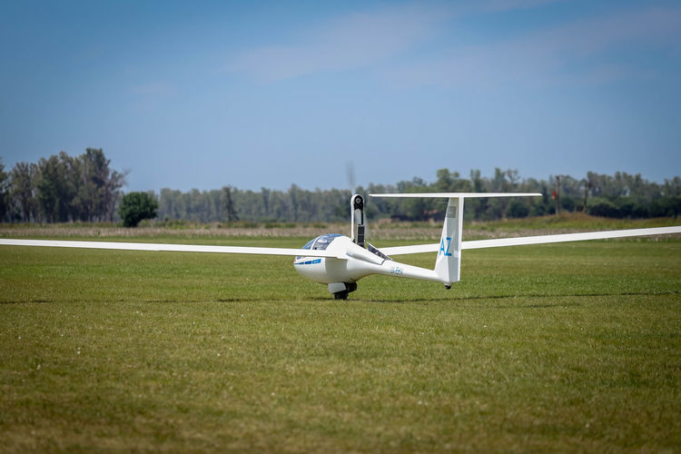 Self launch Air Vehicle Airplane Sky Grass Day No People Nature Clear Sky Transportation Mode Of Transportation Flying Airport Outdoors Private Airplane Aerospace Industry Plane Gliding Motorglider Córdoba Argentina Soaring Segelflugzeug Segelflug Schleicher Ash-25