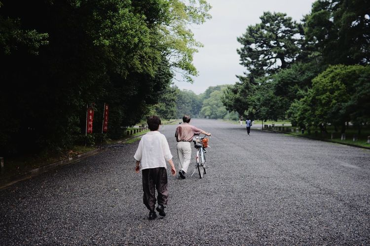 Old Man Woman Male Female Bike Carrying Day Walk Fine Art Photography EyeEm Street Photography Capture The Moment Forest Landscape Nature X Outdoors Senior Tree 京都 Ultimate Japan EyeEm Nature Lover Enjoying Life Streetphotography Sommergefühle EyeEmNewHere EyeEm Selects Neon Life The Week On EyeEm