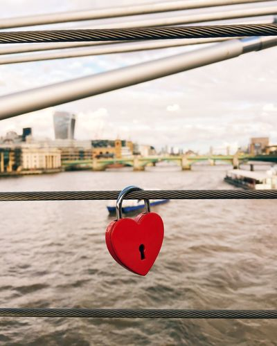 Love Showcase April Check This Out IPhoneography Iphonesia Taking Photos Streetphotography Streetphoto Vscocam VSCO London Padlock