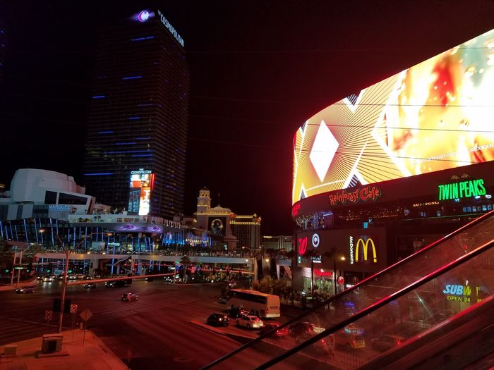 Architecture Illuminated Night City Tower City Life Travel Destinations No Filter, No Edit, Just Photography Cool Hi! Las Vegas Blvd Las Vegas NV Check This Out Samsung Galaxy S7 Edge Lightshow Giant Lcd What Happens In Vegas Stays In Vegas Crazy People Not Sure I Like It