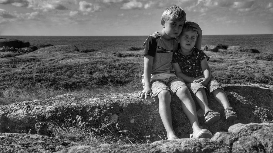 #b&w #blackandwhite #children #child #kinder #kind #brother #brueder #bruder #brotherlove #family #familie Back Young Women Human Back Sea Portrait Full Length Blond Hair Smiling Summer EyeEmNewHere