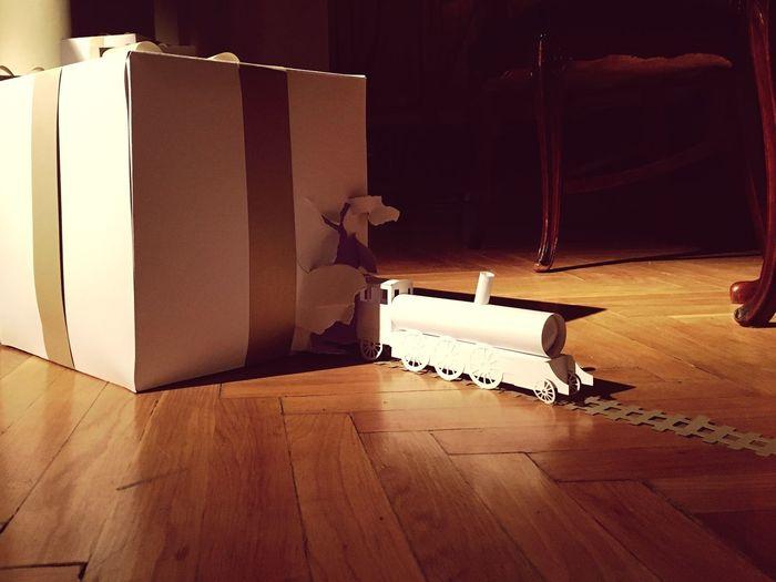 Present Train Papercraft Paper ComingOut Breaking