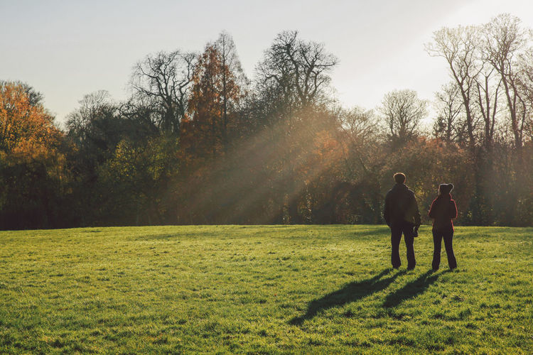 Clear Sky Field Grass Green Color Growth Landscape Lifestyles Men Nature Nonsuch Nonsuch Park Person Rays Sky Sunlight Sunshine The Great Outdoors - 2016 EyeEm Awards The Great Outdoors With Adobe Tree Two People Winter The Following People And Places EyeEm LOST IN London