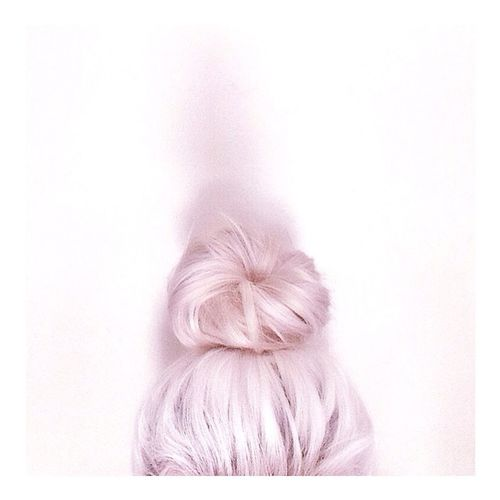 Top knot kinda day // Hair Blonde Topknot Beauty