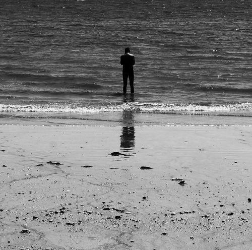 In front of the sea, alone, you leave... Feel Lonely Ocean Water Reflections Belong Anywhere Capture The Moment