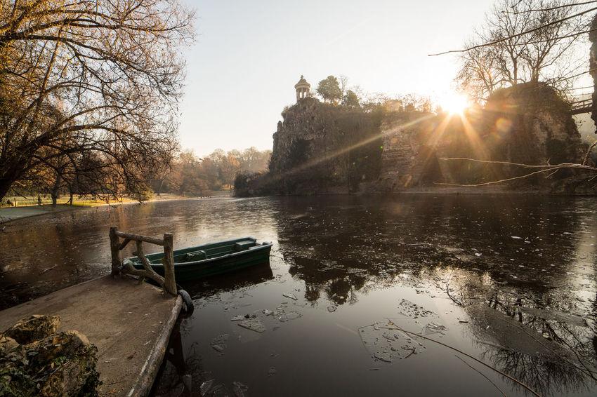 Parc Des Buttes-Chaumont Romantic Water Reflection Sunlight Outdoors Parc île No People L'hiver S'en Vient!! Barque Gelė 75019 Winter 2016 Winter Hiver 2016 Love In Paris Paris