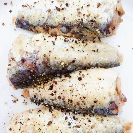Sardines with cracked black pepper seasoning Sardines Black Pepper Sea Salt Sea Food Seafood Seasoned Seasoning Healthy Diet Healthy Food Omega 3