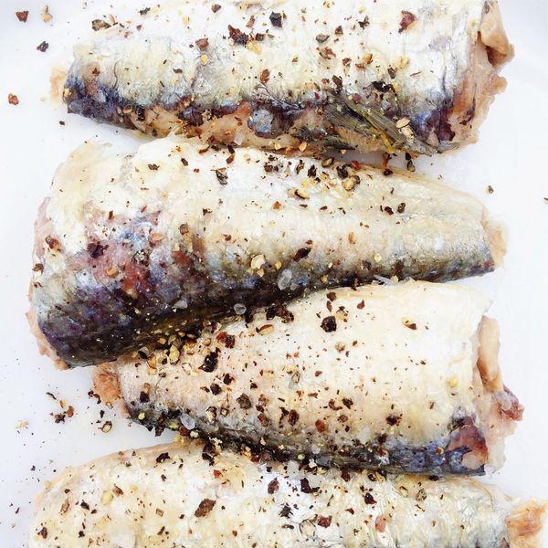 Sardines with cracked black pepper seasoning Sardines Black Pepper Sea Salt Sea Food Seafood Seasoned Seasoning Healthy Diet Healthy Food Omega 3
