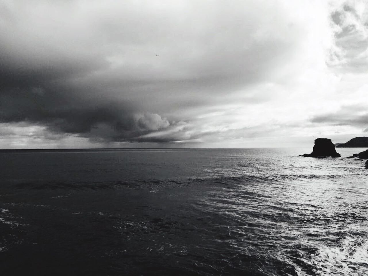 sea, cloud - sky, storm, nature, water, storm cloud, scenics, outdoors, sky, horizon over water, tranquility, no people, day, beauty in nature, thunderstorm