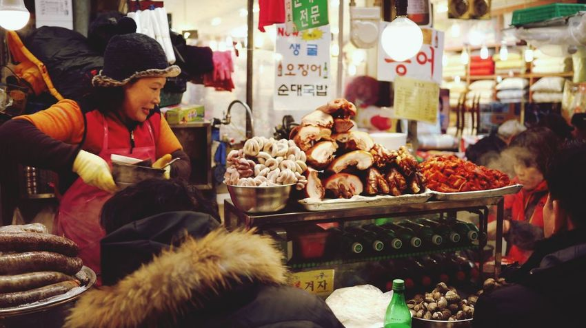 Photos That Will Restore Your Faith In Humanity Come over to a Korea 's Market full of HUMANITY