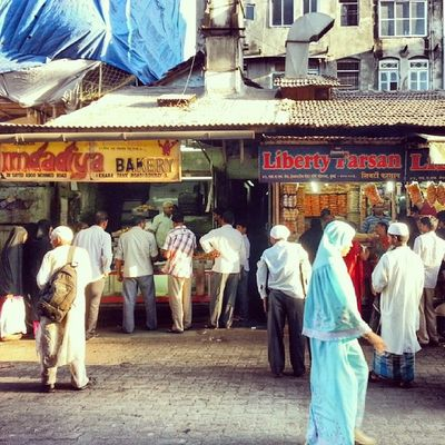 Bhendi Bazaar series - foodie paradise for traditional baked goods and hearty meat stews, especially during Ramadan  . ExploringBombay ExploringBhendiBazaar