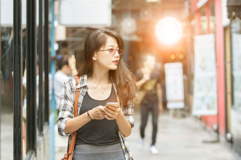 younger asian woman city lifestyle Asian  Woman Women Females People Portrait Freelance Life Freelance Freelancer Freelancing Young Women Young Younger Lifestyles Connecting Communication Communicate Relaxing Relaxation Activities Activity Thai Citylife Thailand Girl