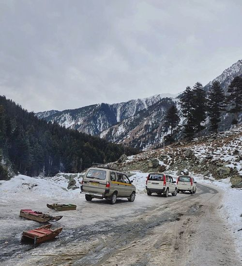 Tourist Vehicles And Sledges Wait For Tourists In Sonmarg Kashmir Pakistan Pakistani Traveller Lahore Islamabad Karachi Gulmarg Srinagar  Kashmir Revoshots I Explore Kashmir Sonmarg Leh Leh Ladakh.. Pahalgam Shades Of Winter Outdoors No People Day Cloud - Sky Sky Tree Landscape Nature