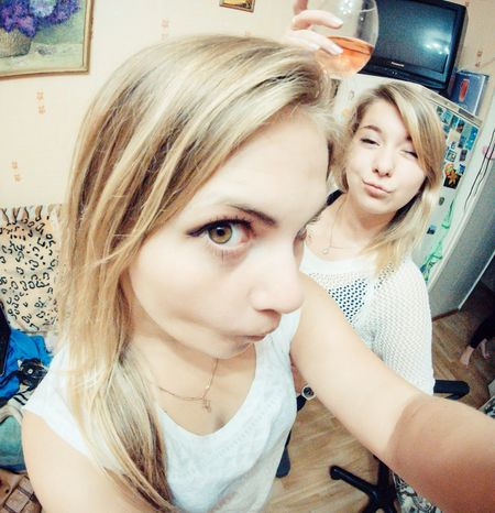 Stand Out From The Crowd Fish Eye Happy Eye Girls Funny Faces