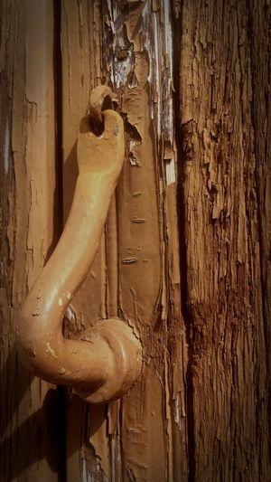 llamada al paso del tiempo Llamadores Llamador De Puerta Arquitectura Popular Sabiote La Loma Jaén Close-up Door Knocker Doorknob Mail Slot Closed Door