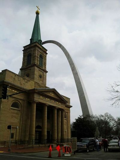 The St. Louis Arch Enjoying Life