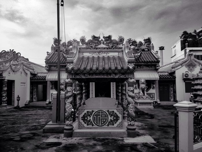 Chinese temple in Thailand :) Chinesetemple Thailand Blackandwhite Blackandwhite Photography Black And White Black & White Noise Spotted In Thailand Feeling Holy Holy Beautiful Architecture