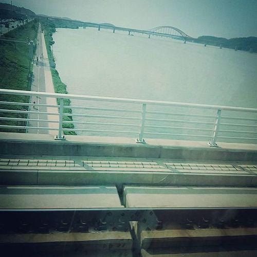 한강 집가는길 지하철 공항철도 덥다더워💦 땀땀 삐질삐질 실습중 데이퇴근 진짜 덥다.... 내가 쟈철역까지 걸어오다니 샌들모양으로 타겠어😂😂 집에 언제가냐아...다리아픈데 자리는없고😭