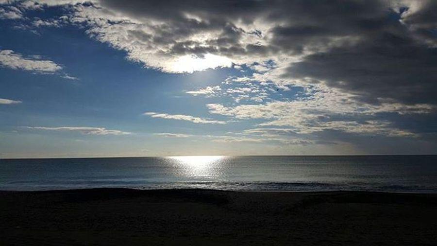 Buongiorno ProfumoDiMare Mare Sole Soleil Cielo Sky Bluesky Skylovers Goldskies Sunset Sunrise Sun Reflection Naturalovers Nature Autumn Autumncolors Landscape Landscape_lovers Travelpic Traveling Paradise