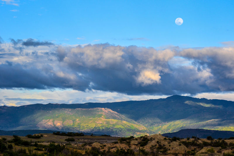 Luna en atardecer. Beauty In Nature Blue Cloud Cloud - Sky Cloudy Day Hill Horizon Over Land Idyllic Landscape Majestic Mountain Mountain Range Nature No People Non Urban Scene Non-urban Scene Outdoors Physical Geography Remote Scenics Sky Tranquil Scene Tranquility Travel Destinations