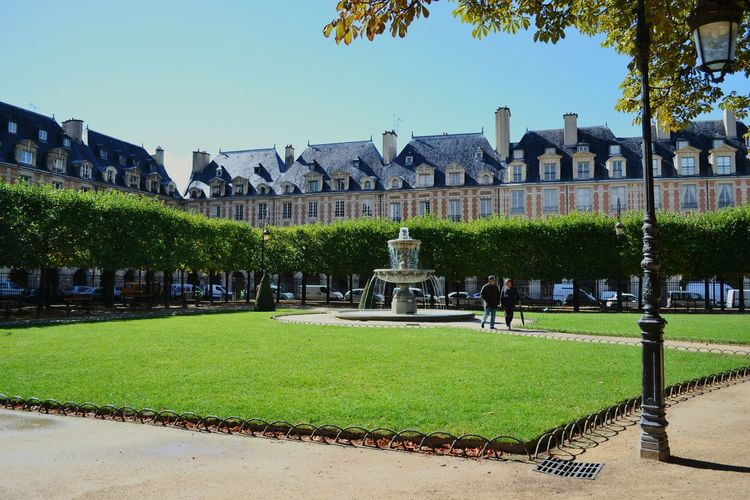 Beautiful place des vosges in Paris! Place Des Vosges Paris At The Park Taking Photos Hanging Out Enjoying Life Architecture Capital Cities  Open Edit Miles Away Your Ticket To Europe