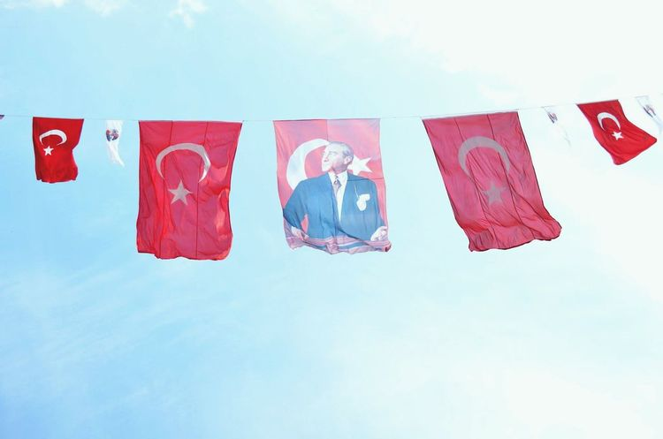 23 Nisan Turkishflag Skyporn Turkish Turkeyphotooftheday Turkinstagram National Holiday Streetphotography The Human Condition Mustafa Kemal Atatürk