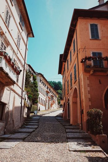 Cobble streets, Italy Architecture Blue Sky Building Exterior Built Structure Clear Sky Cobblestone Day Italian Town No People Outdoors Residential Building Road Sky The Way Forward Walkway