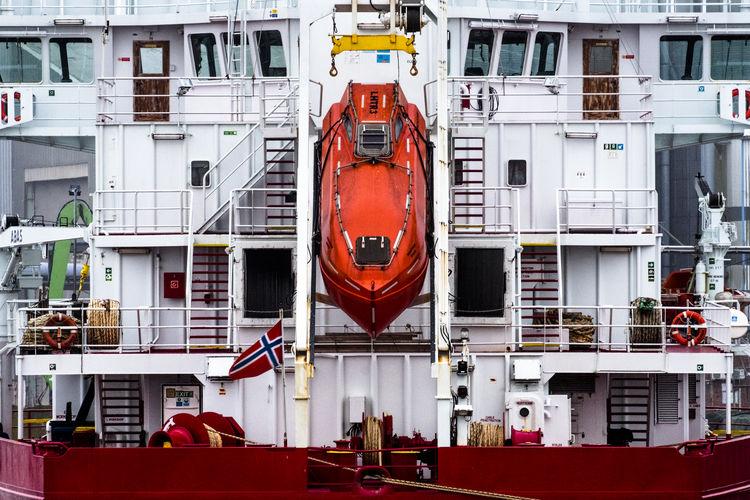 In Harbour Day Frachter Frachtschiff Fresh On Eyeem  FUJIFILM X-T2 Hafen Hafencity Harbour Metal No People Outdoors Red Colour Red Paint Rettungsboot Safety Schiff Schifffahrt Sealife Ship Technik  Vessel Vessels