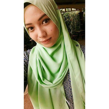 Selfportrait Ladiesfashionstore First Eyeem Photo Beautiful Girl Vscom Malaysiangirls Vscomalaysia Islamicart EyeEmBestPics