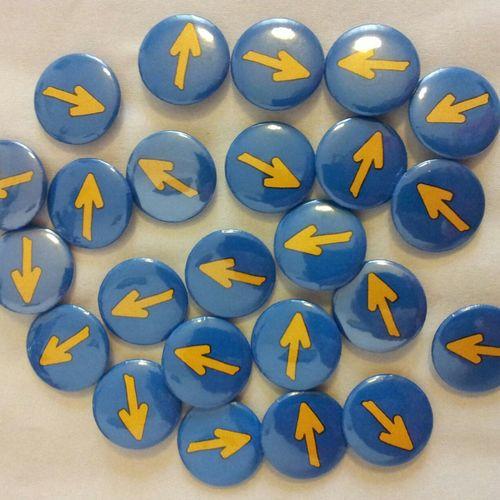 CaminodeSantiago Chapas Personalizadas Chapas Flechas Flechas Amarillas Subenirs Regalos Personalyzing Peregrination Peregrin