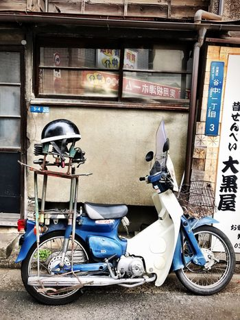 Old Motorbike Land Vehicle Mode Of Transport Transportation Stationary Helmet Outdoors Headwear No People Architecture Day City Street Photography Streetphotography Urbanphotography Japan Photography Tokyo Street Photography EyeEmJapan Urban Landscape Cityscape