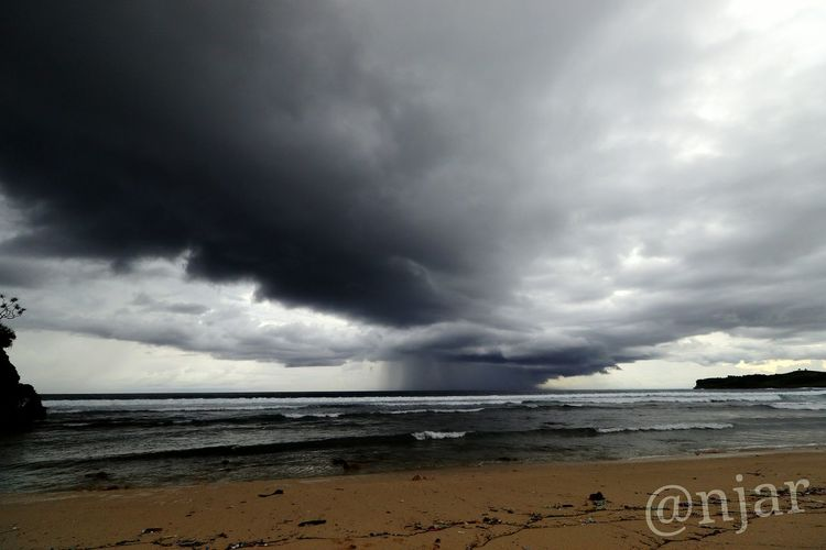 Rain in the sea... Storm Cloud Thunderstorm Dramatic Sky Storm Sea Beach Overcast Cloud - Sky Cloudscape Dark Horizon Over Water Awe Water Outdoors No People Nature Day Welcome To Black