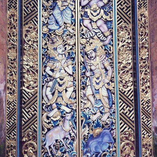 Magnifique! Gapura yang cantik di salah satu tempat di Ubud Bali Pura Door Pintu Hiasan Decoration Ubud Art