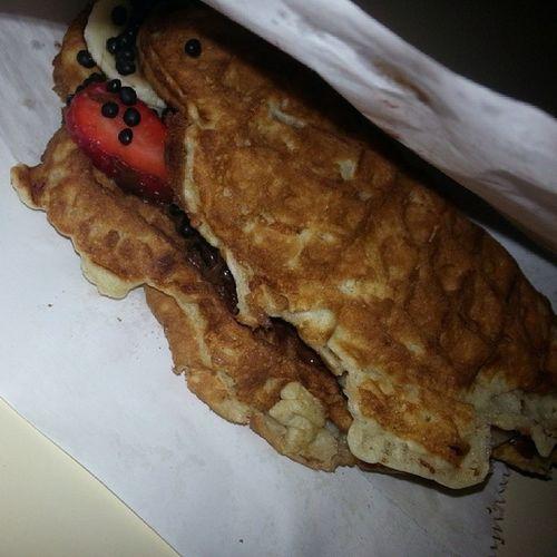 Kumpirbox bu waffle sence nasıl bi waffle?? yada bu waffle mı?? sorular cevapsız kaldı.. saol kumpirbox:))))))
