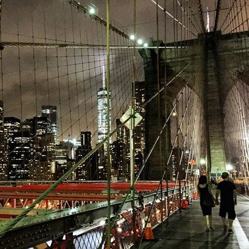 Late night walking at Brooklyn Bridge!!!! Geokalo Newyork Iloveneeyork Brooklynbridge Nightinnewyork Bridge Pictureoftheday Bestpicture Bestphoto Photooftheday Instaphoto Instamood Instagood Instalovers with @laureta_giata !!!
