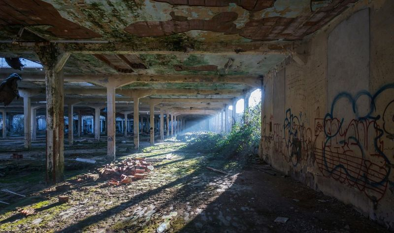 Indoors  Abandoned Damaged No People Built Structure Architecture Day Perfectlight Walls Beauty Abandonedplace Shadows & Lights Symmetry