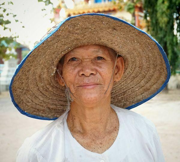 Portrait of mid adult man wearing hat