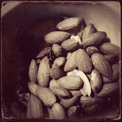 roasted almonds for breakfast snack