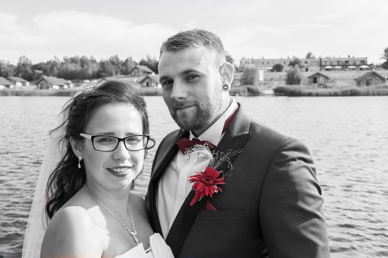 Liebe ❤️ In Love Sea Rose - Flower Family Just Married Liebe Hochzeit EyeEm Selects Two People Love Couple - Relationship Togetherness Emotion Young Adult Positive Emotion Portrait Human Connection Moments Of Happiness