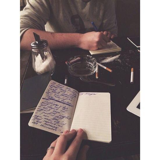 Мы пишем свои мысли на английском, пьем кофе и нам просто хорошо!