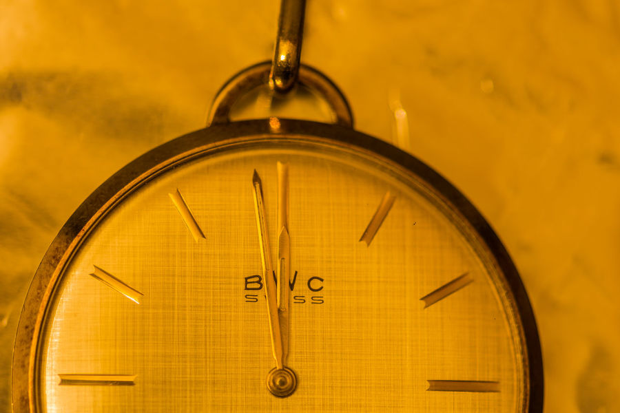Kreativ Creativity Creative Photography Creative Nikon D7200 Clock Clock Hand Ziffernblatt Time Close-up Still Life StillLifePhotography Still Life Photography Stillleben Minute Hand Number Clock Face Indoors  Instrument Of Time Hour Hand Focus On Foreground Old Pocket Watch Retro Styled 12 O'clock Timer Analog