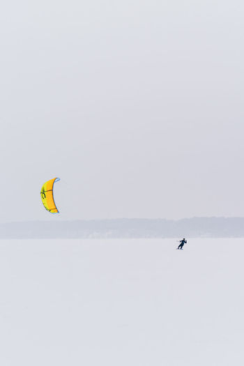 Sport Adventure Extreme Sports Leisure Activity Outdoors Winter Sport Winter Kiteboarding Snowboarding Exploration Kitesurfing Kitesurfer Snow Frozen Lithuania Kaunas Snowstorm Alone Brave Extreme Weather Flying Tranquility Beauty In Nature Kite Ice