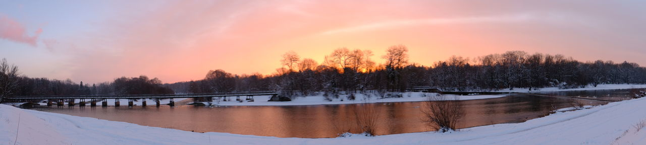 Sonnenaufgang an der Flaucherbrücke an der Isar 2019-02 bei eiskalten Temperaturen und starkem Frost. Snow Sky Cold Temperature Scenics - Nature Winter Tree Sunset Nature Tranquil Scene Cloud - Sky Beauty In Nature Tranquility Water Reflection Plant Lake Panoramic Environment No People Outdoors Ice Pine Tree Snowcapped Mountain Coniferous Tree Winter Wonderland Sonnenaufgang Winter Frost Isar Flaucher München Morgenrot Sonne Farbenspiel Naturschauspiel Schnee Bäume Wasser Brücke