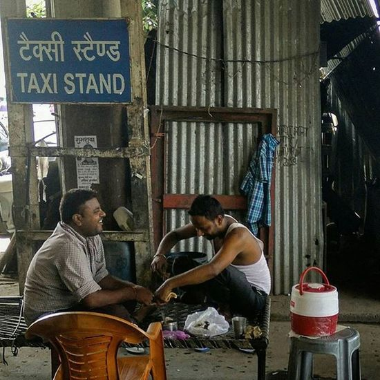 Two Indian Taxi drivers at ISBT bus stand, New Delhi, share a light moment while having lunch Everydayeverywhere Dailylife Photojournalism Journalism Indiaphotoproject Reportagespotlight _soi Dfordelhi Sodelhi DelhiGram Delhi Newdelhi ASIA India